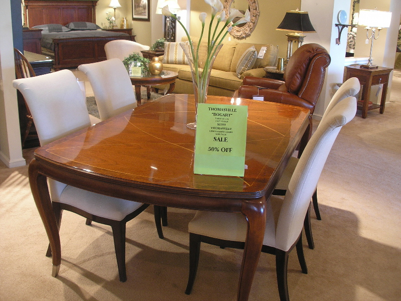 thomasville 46 76 dining table opens to 116 with 4 chairs